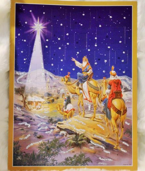 En klassisk Adventskalender med motiv från Julnatten med de tre vise männen. Givetvis med glitter. För dig som vill läsa mer om den historiska händelsen kan du läsa Lukas evangelium i Bibeln.