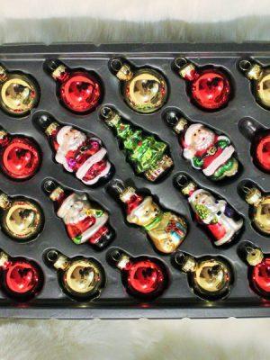 julgranskulor med figurer i guld